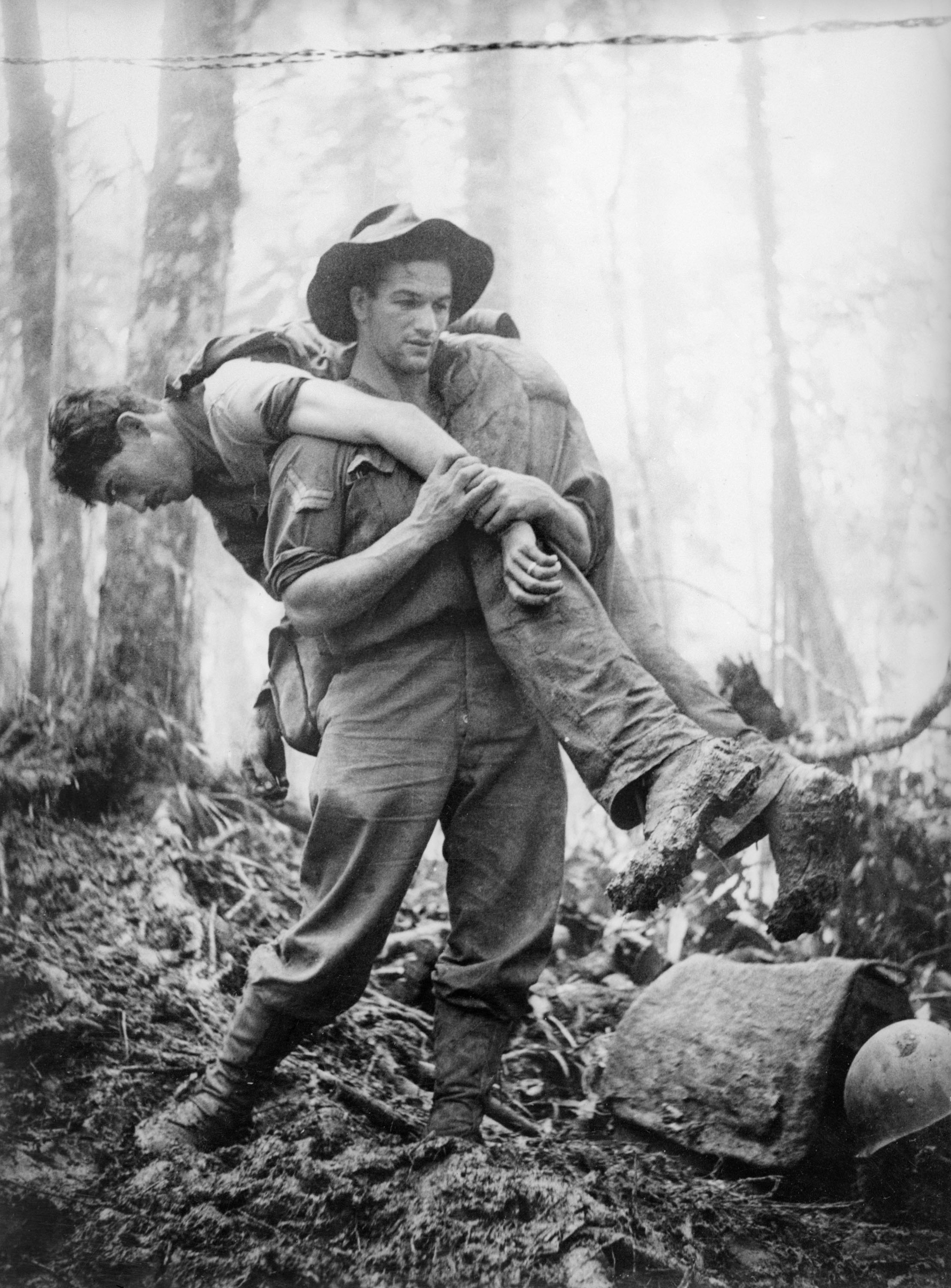 Allen rescuing a soldier off Mt Tambu, 30 July 1943.